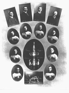 Les Victorias de Moncton, 1912. Tommy Smith est le 3e de la 2e rangée.