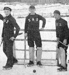 joueurs et filet de ice polo, 1890 (photo: uconn.edu)