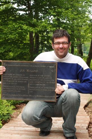 La plaque retrouvée à la fin mai 2012 par Expo-Cité a passé le weekend chez moi....