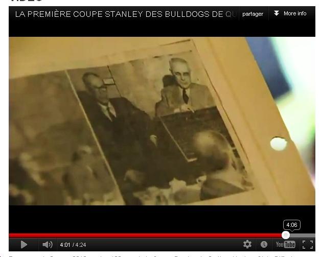La plaque dans les mains de Joe Malone, le 30 mars 1952. (extrait de mon reportage, à voir dans la section VIDEO).