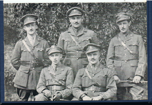 Belgique, 1916. Lieutenant Charles Gaven Power au centre, entouré du  Lt. G. Grondin, Lt. René Pelletier (debout), Lt. W.E. Beaton et le Major A.T. Powell (assis). Ses quatre compagnons tomberont au combat avant le mois d'avril 1917. Extrait du livre biographique «A Party Politican : The Memoirs of Chubby Power », Collection Marc Durand.